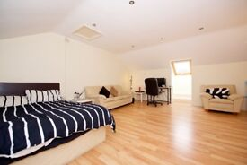 Short let in East Belfast. Very big Double room in modern townhouse, fully furnished - £225