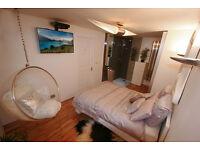 "Premium Location. 'Designer' Friendly Home 40"" UHD TV & FULL Sky all rooms"