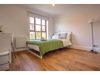 Gorgeous room in a three bedroom flat in Bermondsey! Book your viewing now!