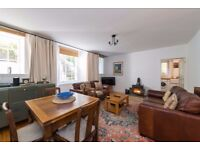 Charming 2 dbl bed main door flat with wood burner and private decked garden in Trinity