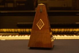 New (display model) Wittner walnut gloss metronome no bell