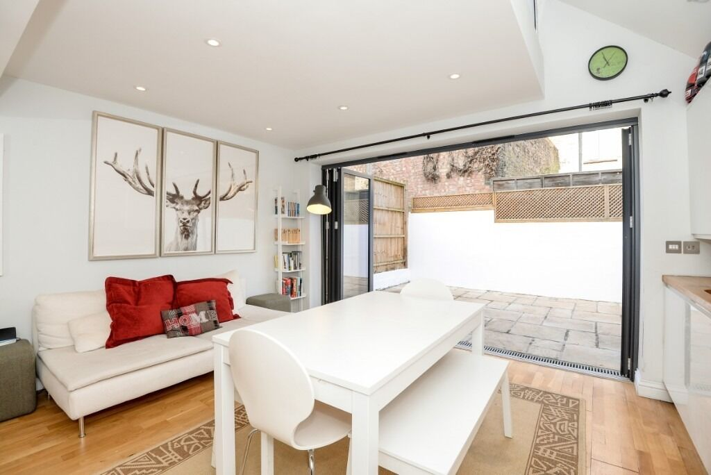 A modern two double bedroom, two bathroom lower ground floor flat, Eustace Road, SW6