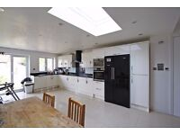 TOP QUALITY -5 DOUBLE BEDROOM HOUSE -AVAILABLE 5TH OF SEPTEMBER !