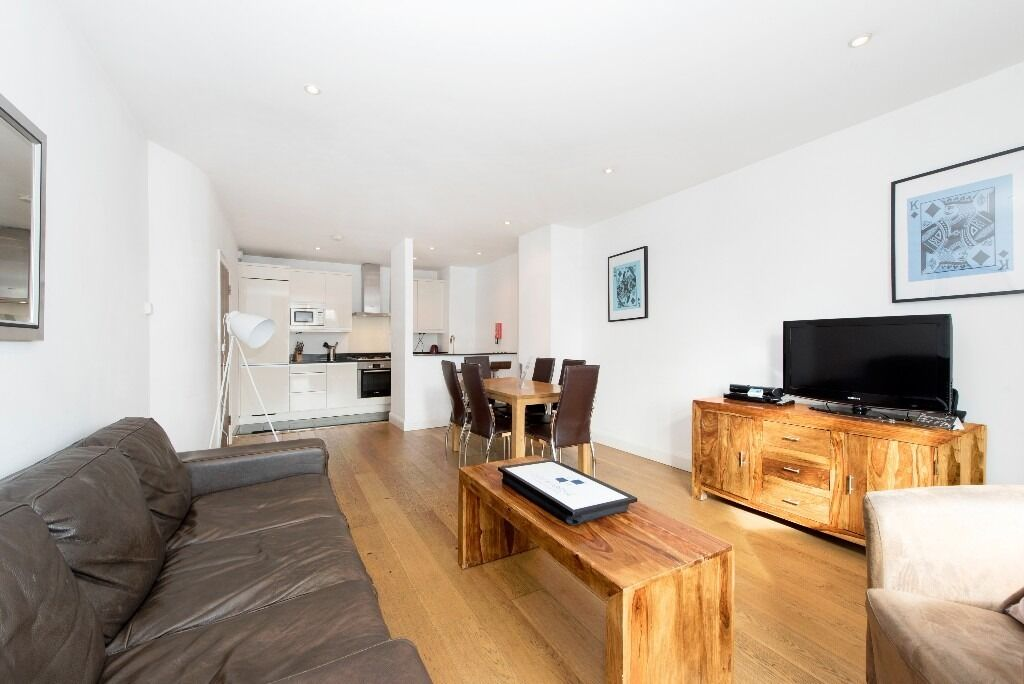 """40"""" Television , iPod dock & dvd player included! Luxury 2 bed 2 bath in Vauxhall -"""