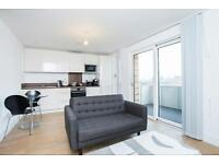@ SECONDS FROM STATION - MODERN STUDIO APARTMENT - GREAT VIEWS - BOW/STRATFORD!