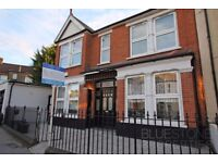 Beautiful 2 double bedroom flat-Private garden- Very spacious- Quiet Street-Available 30/03!!!