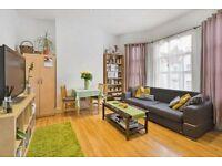 2 bedroom flat in Tottenhall Road, London, N13