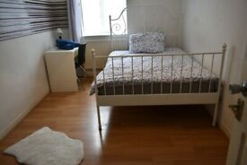 Lovely Double Room to Let / E14 Area, Poplar / All Bill's Included