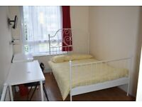 Stunning Double Room In Lovely House / All Bill's Included / Zone 2, Bow / Available NOW