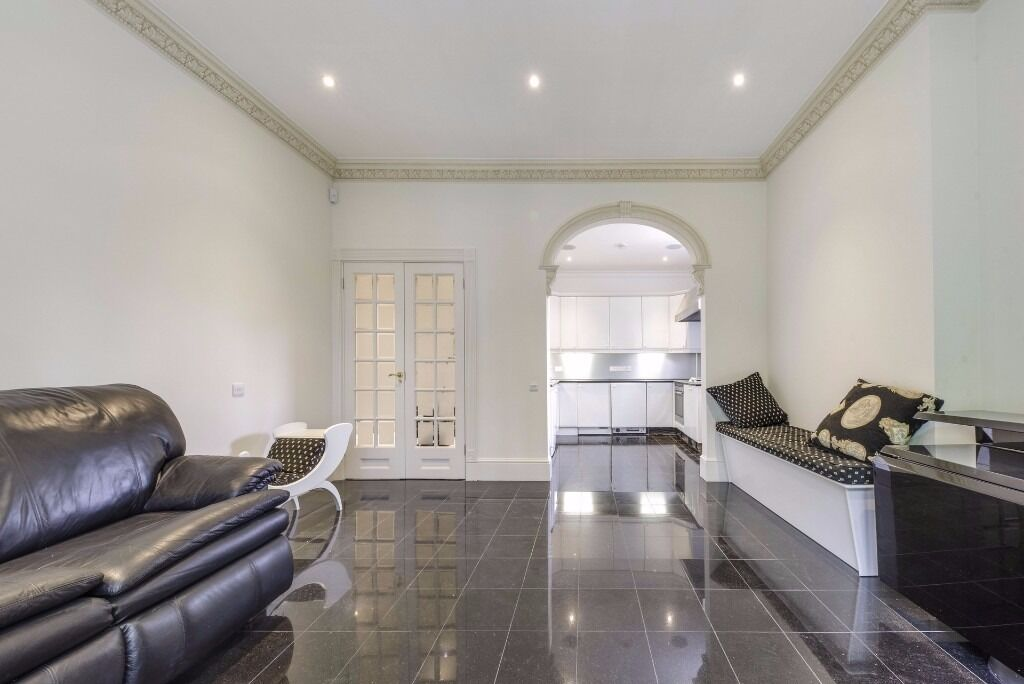 Stunning 2 double bed spacious flat in Hampstead Heath absolute must see available now