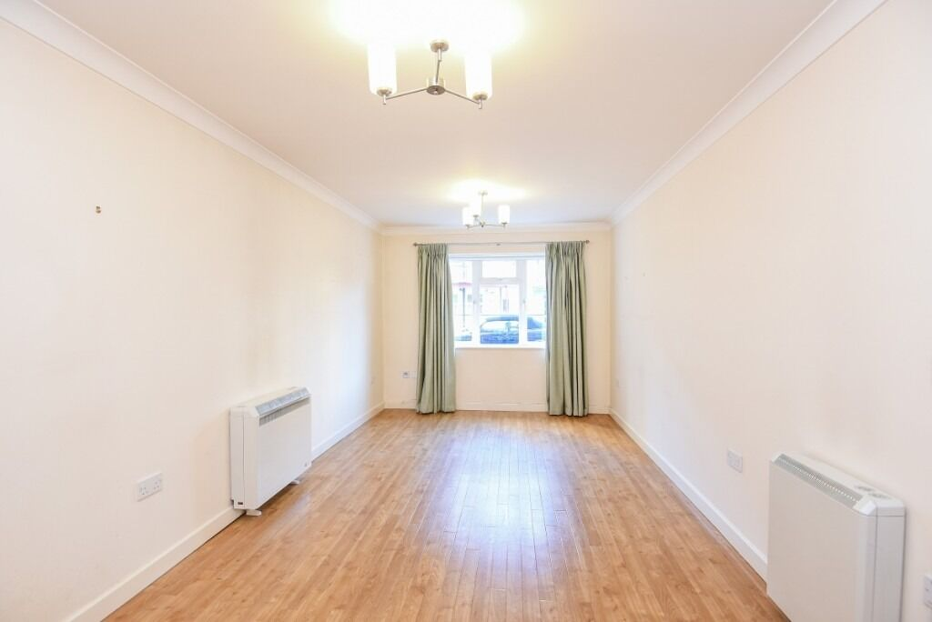 A lovely two bedroom, one bathroom ground floor flat, Fulham Road, SW6