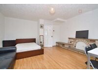 4 Double Bedroom Maisonette Flat With Private Garden - £2300PCM - Hoxton - Available May 23rd!