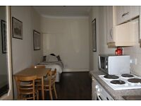 CLEAN AND TIDY BEDSIT FLAT IN BAKER STREET *** CALL NOW FOR VIEWING ***
