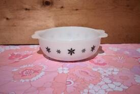 Pyrex JAJ Snowflake Easy Grip 3 pint Casserole Dish retro vintage