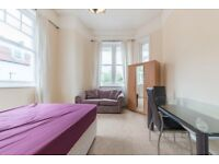 *Proud to offer this delightful two bedroom apartment on the Top floor located in West Hampstead**