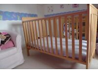 Mamas & Papas cot/junior bed - beautiful condition - New England style