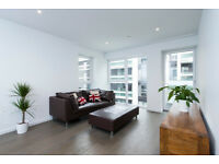 Bright&luxurious two bedroomed apartment -W/ private balacony within walking distance of Kings Cross