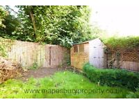Gorgeous 3 Bedroom flat - Private Garden - Near Cricklewood station - Available now