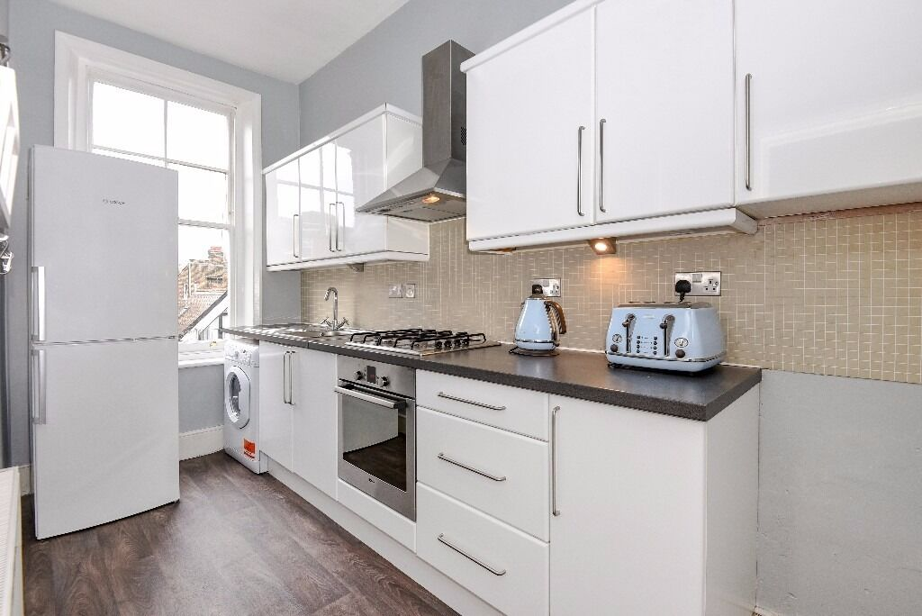 *** Newly refurbished bright and spacious two bedroom flat, Hillfield Avenue, N8 ***
