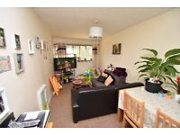 Watford - Large 2 double bedroom 1st floor flat, large living room, fitted kitchen, furnished,