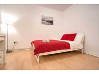 Light and airy double room in a newly refurbished 4-bed flat with great transport links!