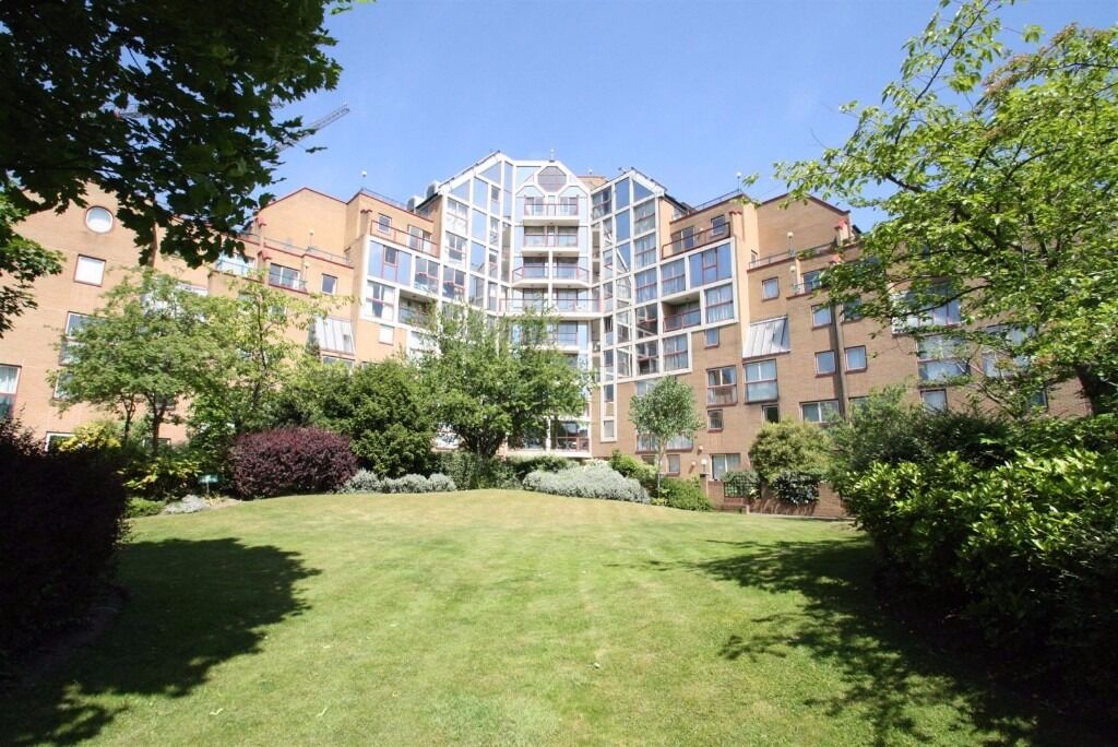 Spacious & bright 1 bed furnished flat, QUAY 430, Wapping, day porter, terrace, walk to tube & DLR