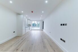 3 Bed Flat Available Now for Rent - Underfloor Heating - Near Amenities and Station
