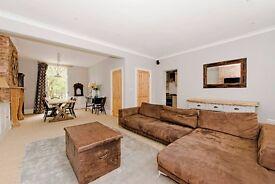 Spacious Two Bedroom Split Level Maisonette In Islington
