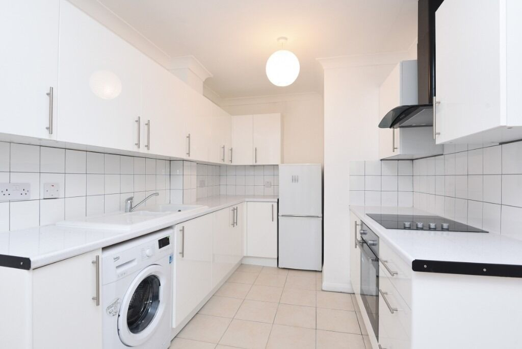 A bright and spacious recently refurbished one double bedroom ground floor flat, Maltings Place, SW6
