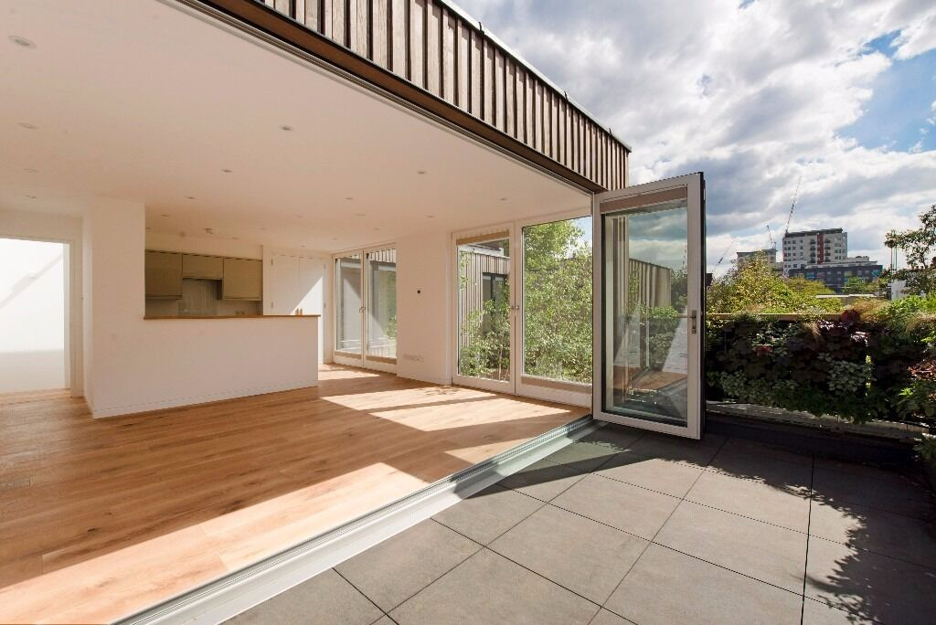 Large 3 Beds House in De Beauvoir