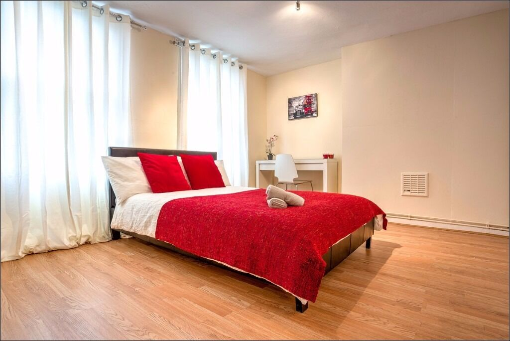 Extra-Large Double Room Available in Kennington. Book your viewing today!