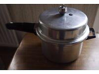 PRESTIGE PRESSURE COOKER (4 litres) + accessories & instruction book (Broxbourne / Cheshunt)