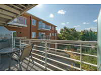 Stunning modern 3 bedrooms flat for sale in Wimbledon, SW20
