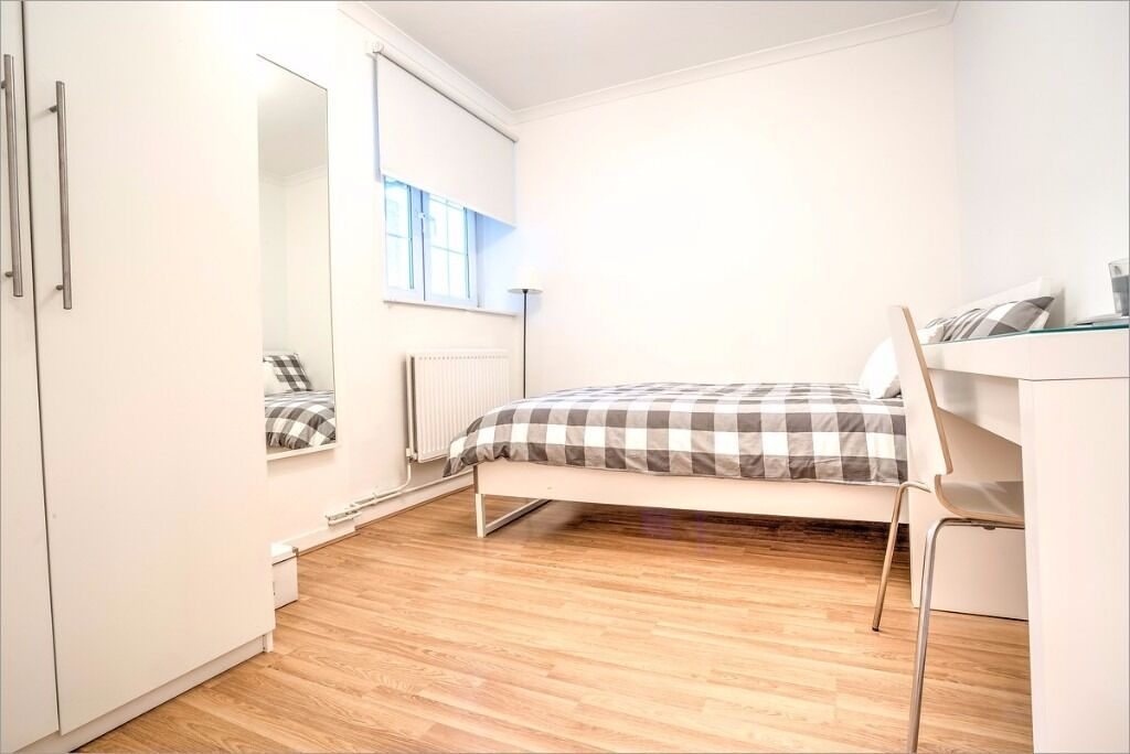 Brilliant double room just off Tower Bridge Road!