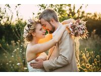 Reading Wedding Photographer - two awarded photographers to cover your wedding for just £790