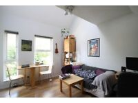 1 bed split level flat, bright & airy, furnished, secure parking, walk to 3 tube stations & shops