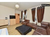 2 singles and 1 double room available in same 5 bed flat.White City.Zone 2. Westfield, Central Line.