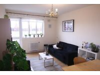 3 DOUBLE BED FLAT IN CENTRE OF WHITECHAPEL IDEAL FOR SHARERS. FURNISHED. AVAILABLE LATE SEPT
