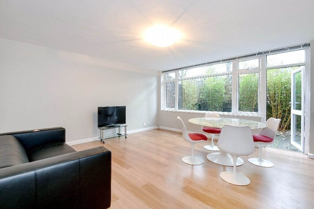 A stunning split-level property offered in excellent decorative order