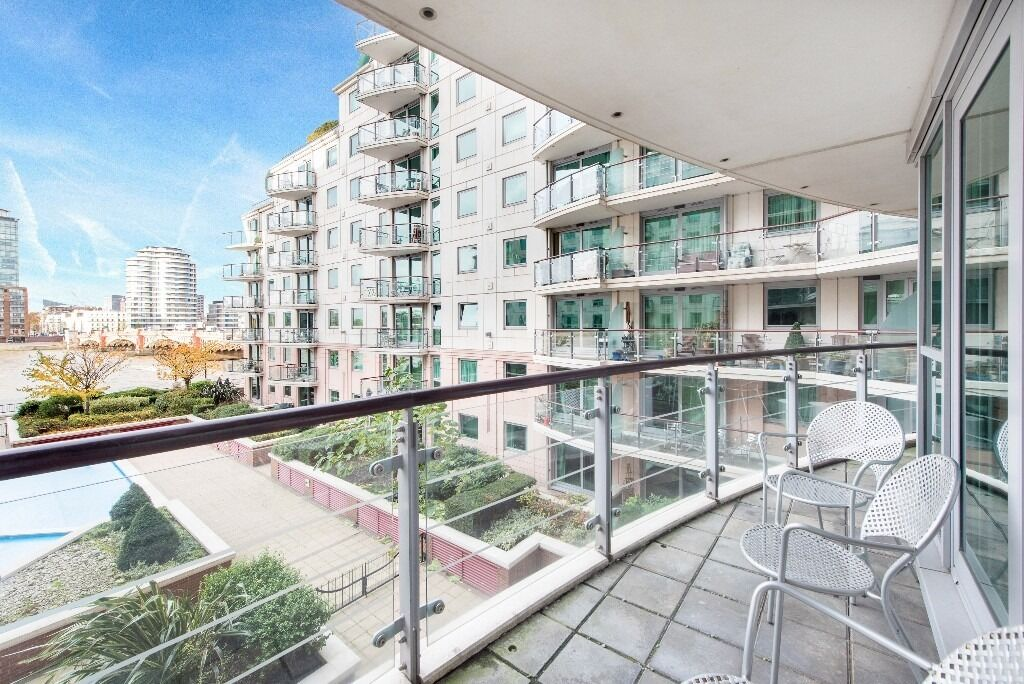 Larger than normal one bedroom property boasts stunning direct river views