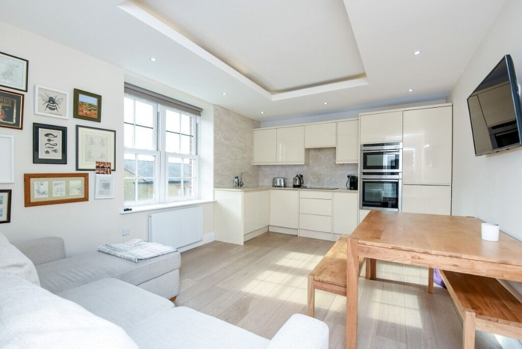 A beautifully decorated one double bedroom apartment, Dawes Road, SW6