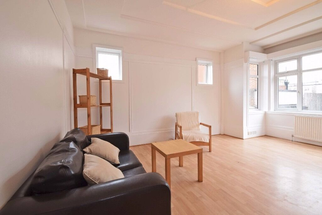 Lovely 1 double bedroom period flat with open plan kitchen, close to Clapham South tube station!!