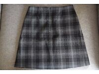 M&S beautiful checkered mini skirt, A-Line, in size S