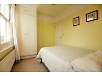 SUPER CUTE ROOM, seconds from Bromley by Bow station, On Disrtict, Circle, Hamm & city lines