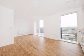 Two Bedroom Apartment - Gated Development - Parking - Balcony - Wooden Floors - £1,750 PCM