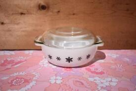 Pyrex JAJ Snowflake 2 pint Easy Grip Casserole Dish retro vintage