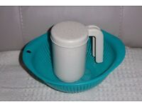 NEW Greeny Blue Plastic Colander, 9 inches across & Plastic Flour Sifter / Shaker, Histon