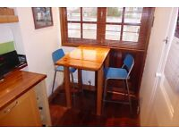 Solid wood high kitchen table, with 2 bar stools