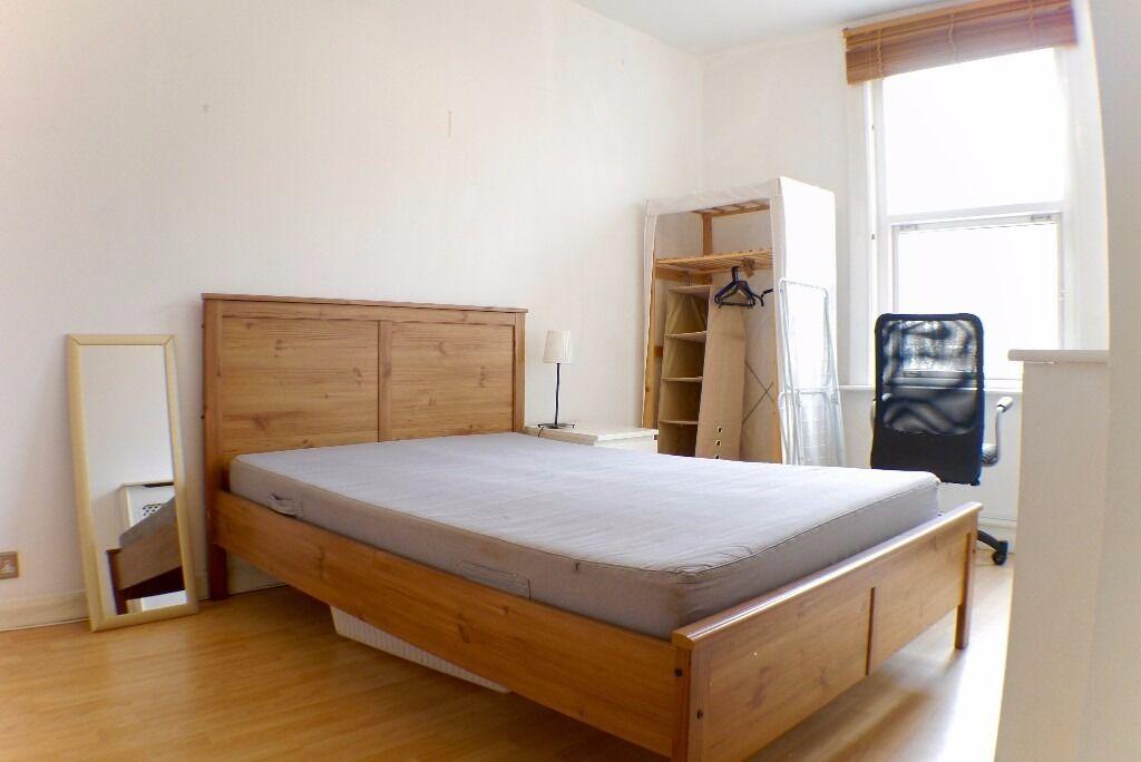 SPACIOUS SPLIT LEVEL 5 BED flat, 2 BATHROOMS LAMINATE FLOORS, LOTS OF NATURAL LIGHT, MODERN DECOR,