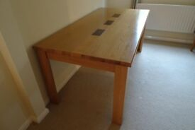 Oak dinning room table, 1.8m extending to 2.2m, seats 6 to 8 people.